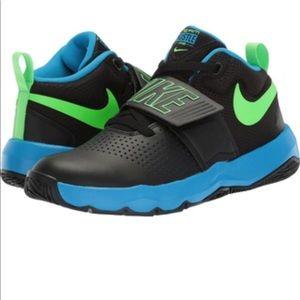 Nike Team Hustle D8 Boys Sneakers Sz 6Y
